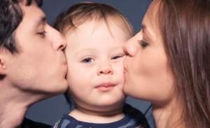 i bambini imparano ciò che vivono -438375_genitori-famiglia-felice
